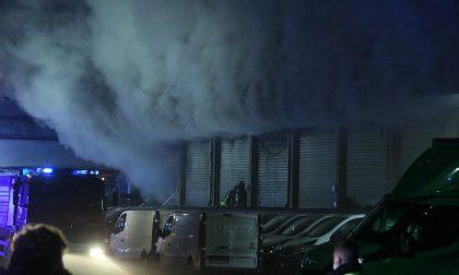 Brucia magazzino Amazon, 26 dipendenti messi in salvo da ambulanza di passaggio