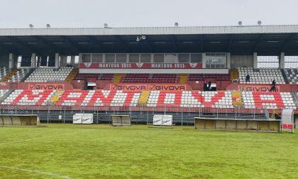 """Nuove sedute allo stadio Martelli, compare la scritta """"Mantova"""""""