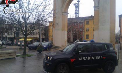 Rubano un monopattino in piazza: identificati e denunciati i due giovani ladri