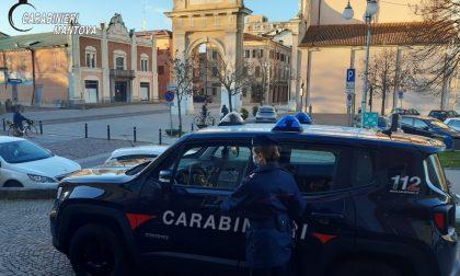 Non si ferma all'Alt dei Carabinieri e scappa a casa: era ubriaco