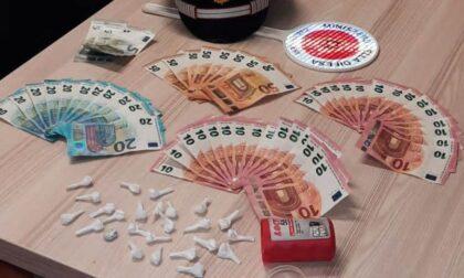 In giro durante il coprifuoco, sorpresi con 24 dosi di cocaina in auto