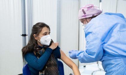 Iniziate le vaccinazioni degli insegnanti, per prima una professoressa di Castiglione