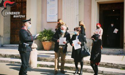 Lotta alle truffe agli anziani, i Carabinieri distribuiscono volantini informativi