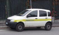 A 17 anni vandalizza due auto delle Poste: inchiodato dalle telecamere