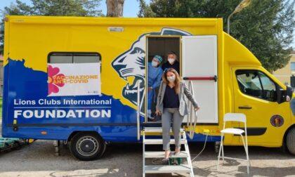 L'assessore Locatelli in visita a Ostigliacon l'Unità mobile per le vaccinazioni dei pazienti fragili