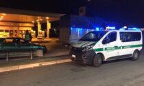 Ubriaco rischia incidente con autovettura della Polizia Locale: denunciato