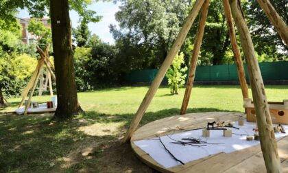 Inaugurato il giardino riqualificato del Soncini: ospita giochi naturali e aule all'aperto