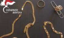 Pluripregiudicato 26enne trovato in possesso di gioielli sospetti nascosti in un guanto