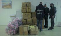 Sequestrati 16mila giocattoli irregolari destinati al mercato e 120 kg di ricci di mare ributtati in acqua