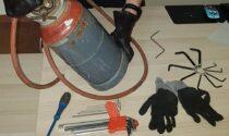 In giro con una bombola di gas e attrezzi per lo scasso: denunciati