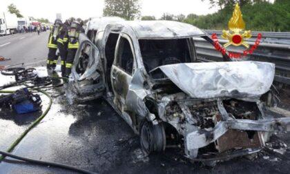Maxi-incidente in A4, due auto in fiamme e nove persone ferite
