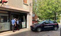 Lite tra giovani davanti al bar, il titolare chiama i Carabinieri che sedano la rissa e chiudono il locale