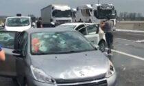 Maxi grandinata in Autostrada: auto distrutte e costrette a fermarsi, lunghe code