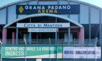 """""""Green pass = segregazione sanitaria"""": lo striscione di CasaPound sui cancelli dell'hub Grana Padano"""
