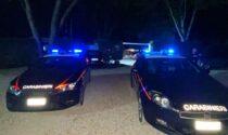 Il locale si trasforma in discoteca abusiva, i Carabinieri intervengono e qualcuno rompe il vetro della loro auto