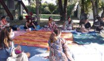 A Roverbella gli incontri sulla gravidanza si fanno in giardino