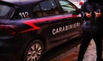 Sul profilo Instagram una foto con il dito medio all'auto dei Carabinieri: 15enne denunciato