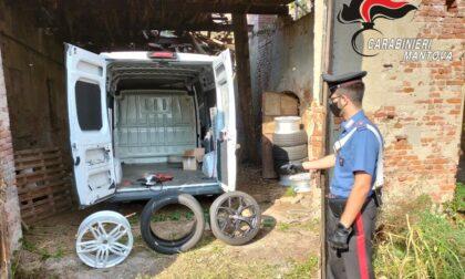 Entrano in casa, agguantano le chiavi e scappano sull'auto di famiglia: ritrovata con un altro furgone rubato