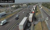 Tamponamento sull'A4 direzione Milano: lunghe code e uscita obbligatoria a Verona Est